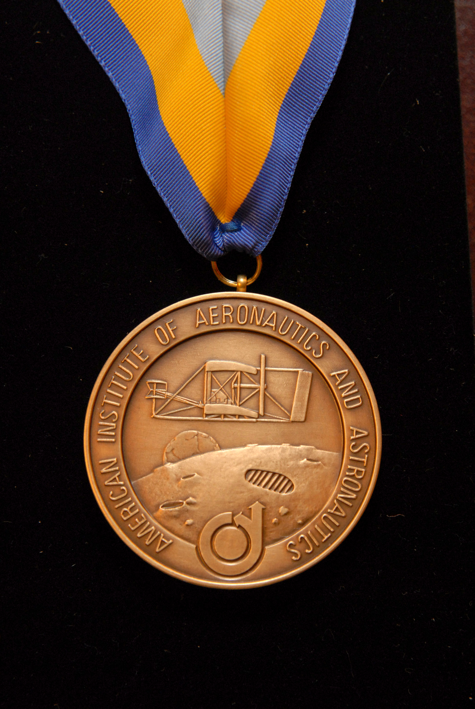 1567215923564-AIAA_tech_medal_orig.jpg