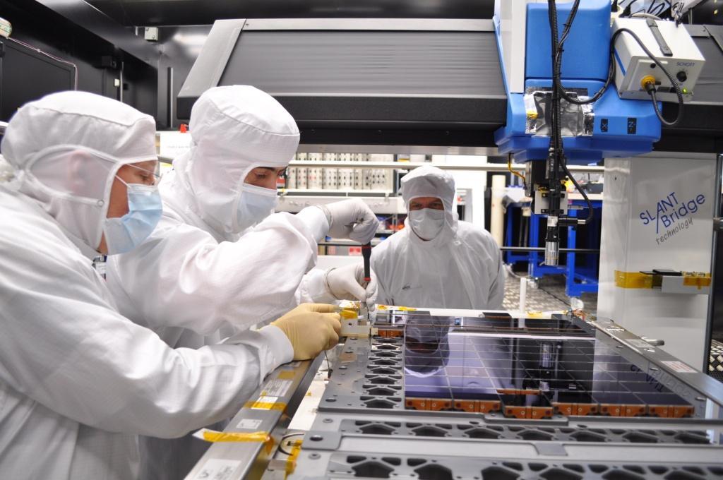 1567216857434-Gaia-CCD-array-assembly3_22-04-2011.jpg