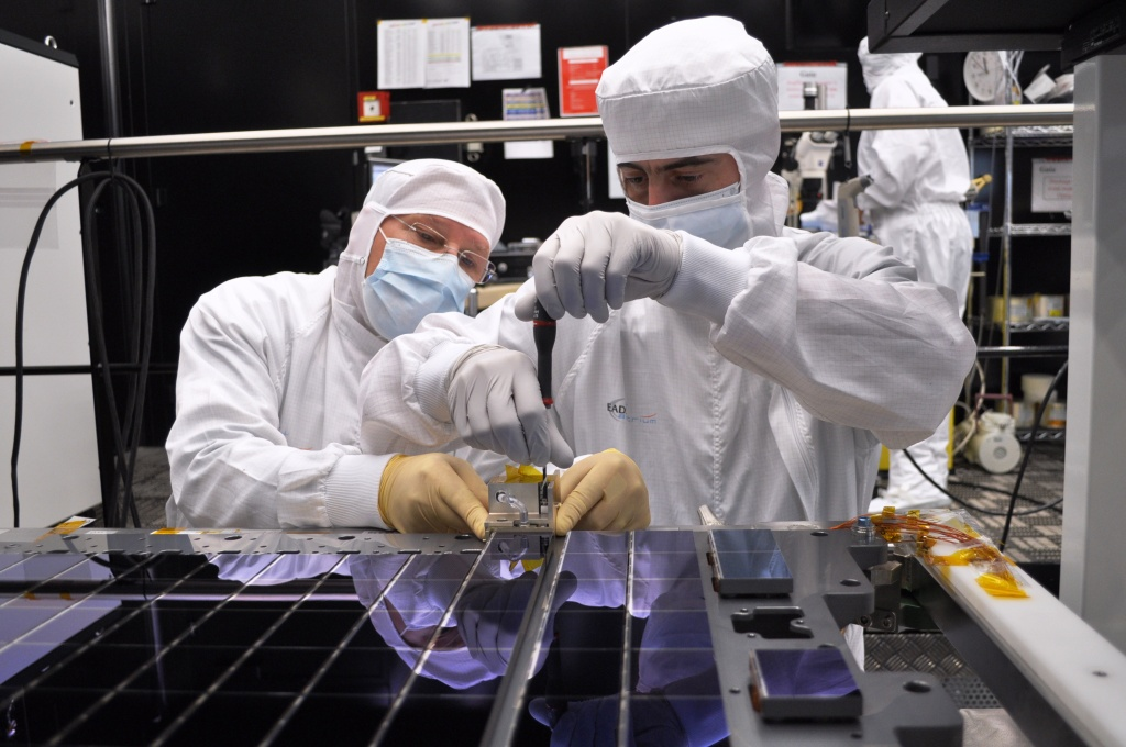 1567216858016-Gaia-CCD-array-assembly2_22-04-2011.jpg