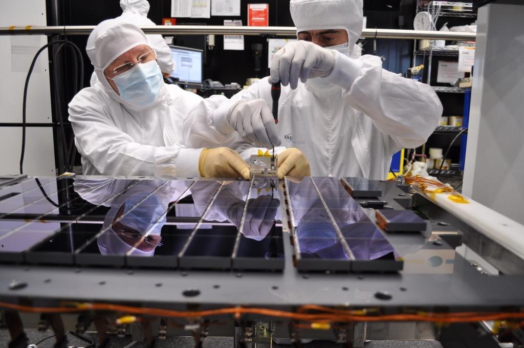 1567216858401-Gaia-CCD-array-assembly1_22-04-2011.jpg