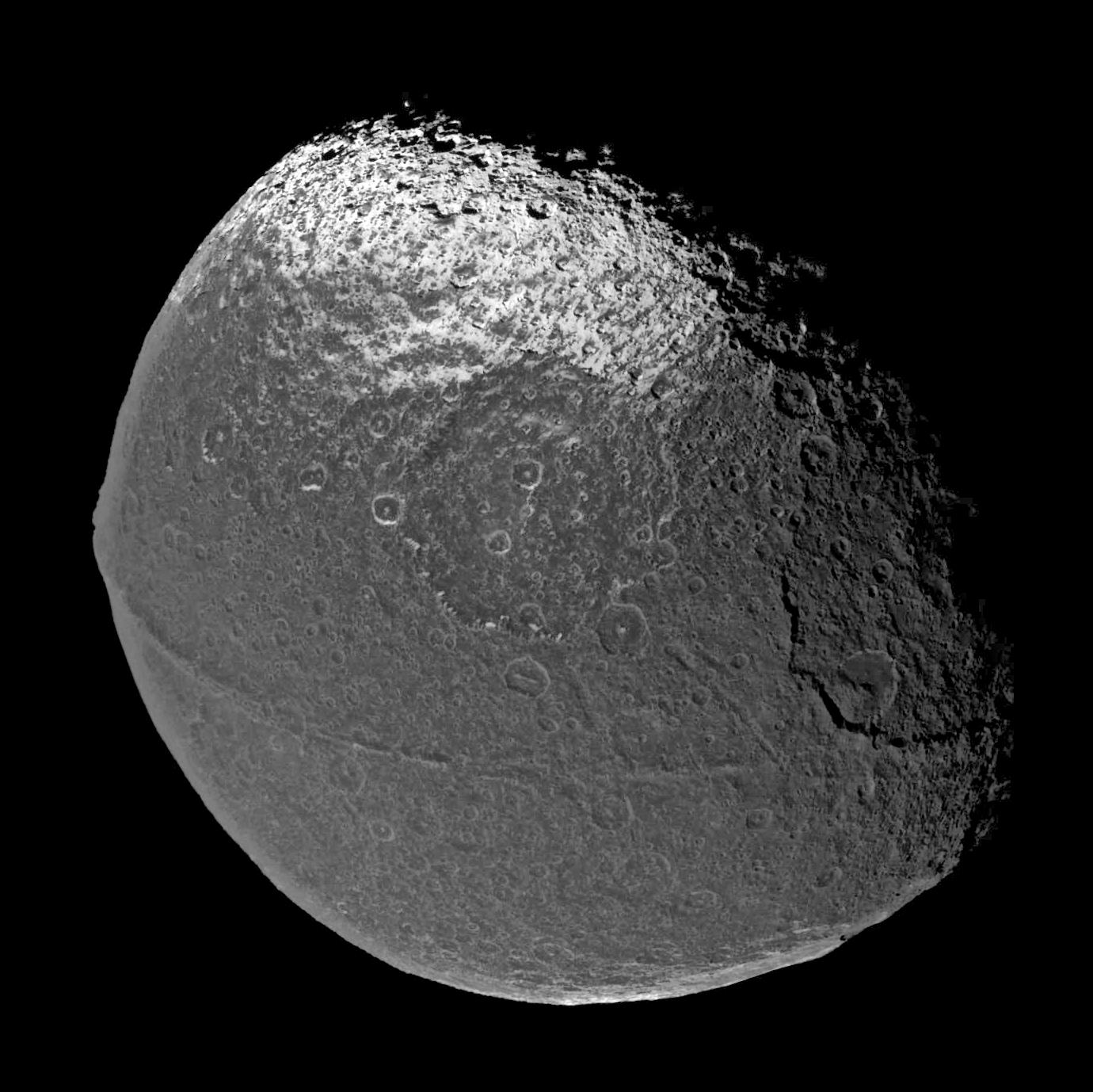 1567218613513-Iapetus-composite070105.jpg