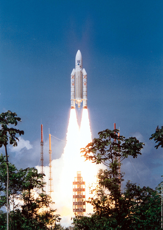 1567220932628-XMM_launch_Ariane_504_19991210_c.jpg
