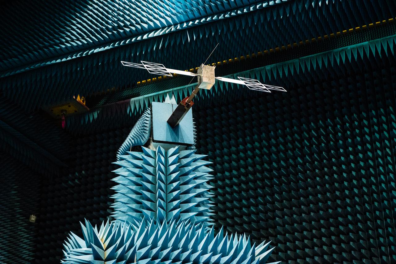 1567213801075-JUICE_RIME_antenna_in_HERTZ_facility_Sep2018_7_1280.jpg