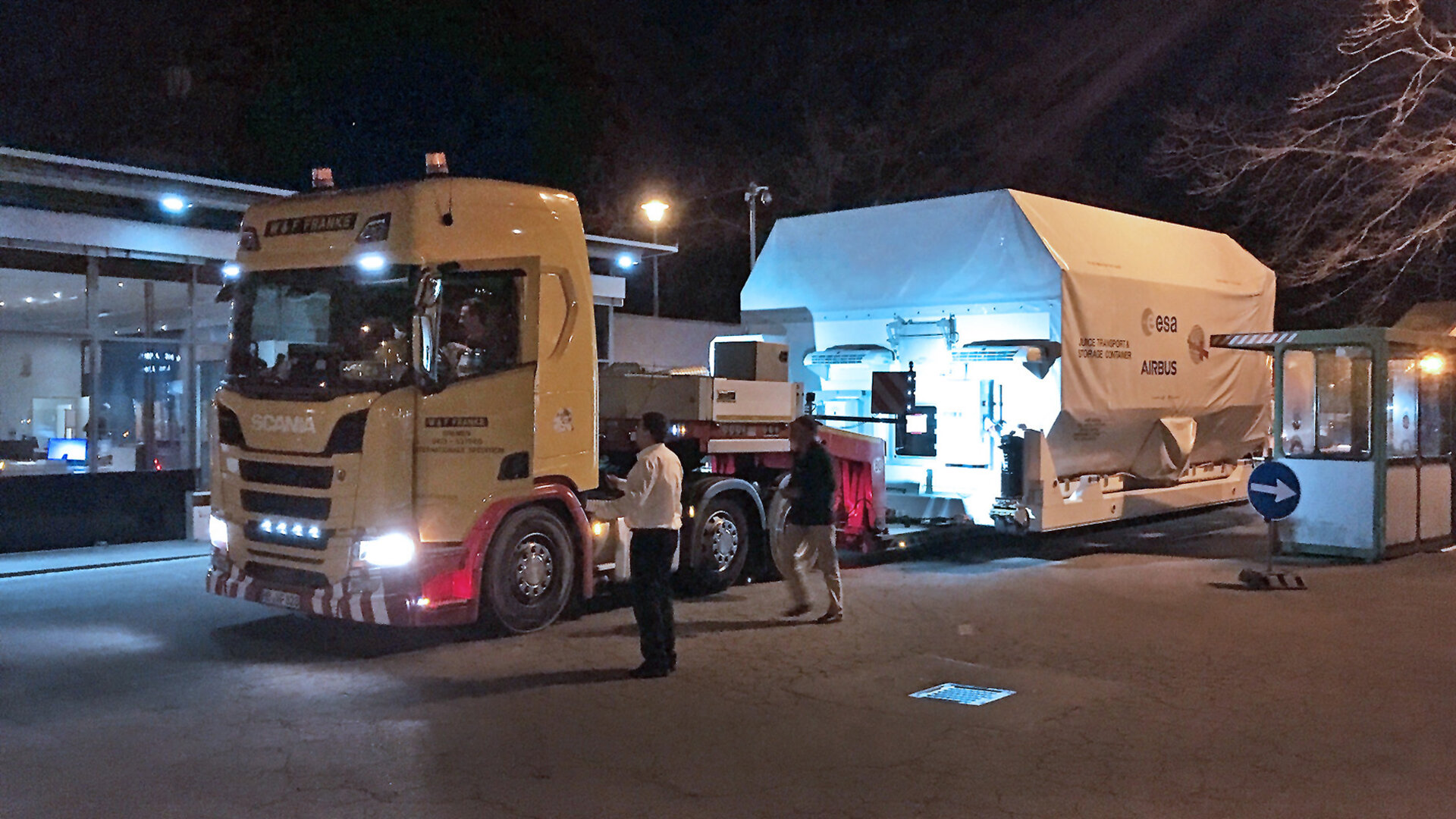 JUICE_arrives_at_Airbus_facilities_in_Friedrichshafen_Germany_1.jpg