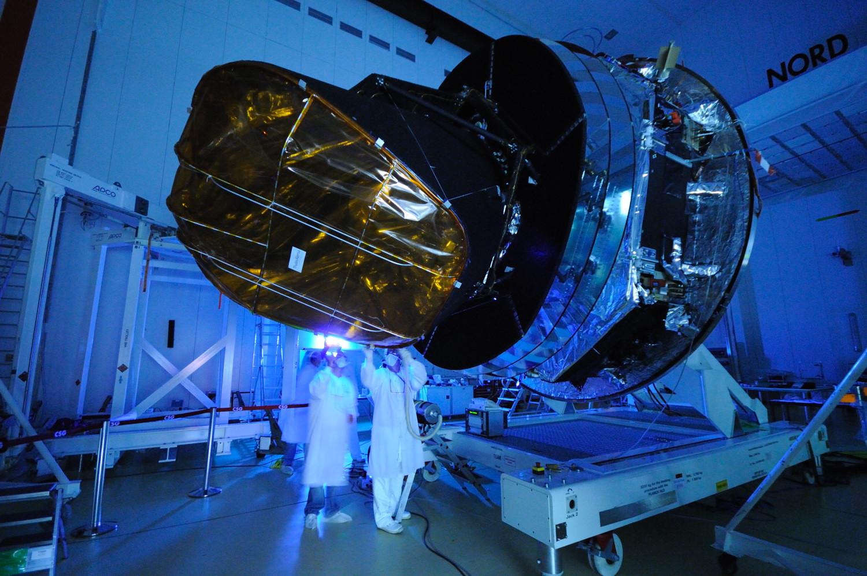 1567217679055-PAVO2009-3323__spacecraft-cleaning_SRE_3318.jpg