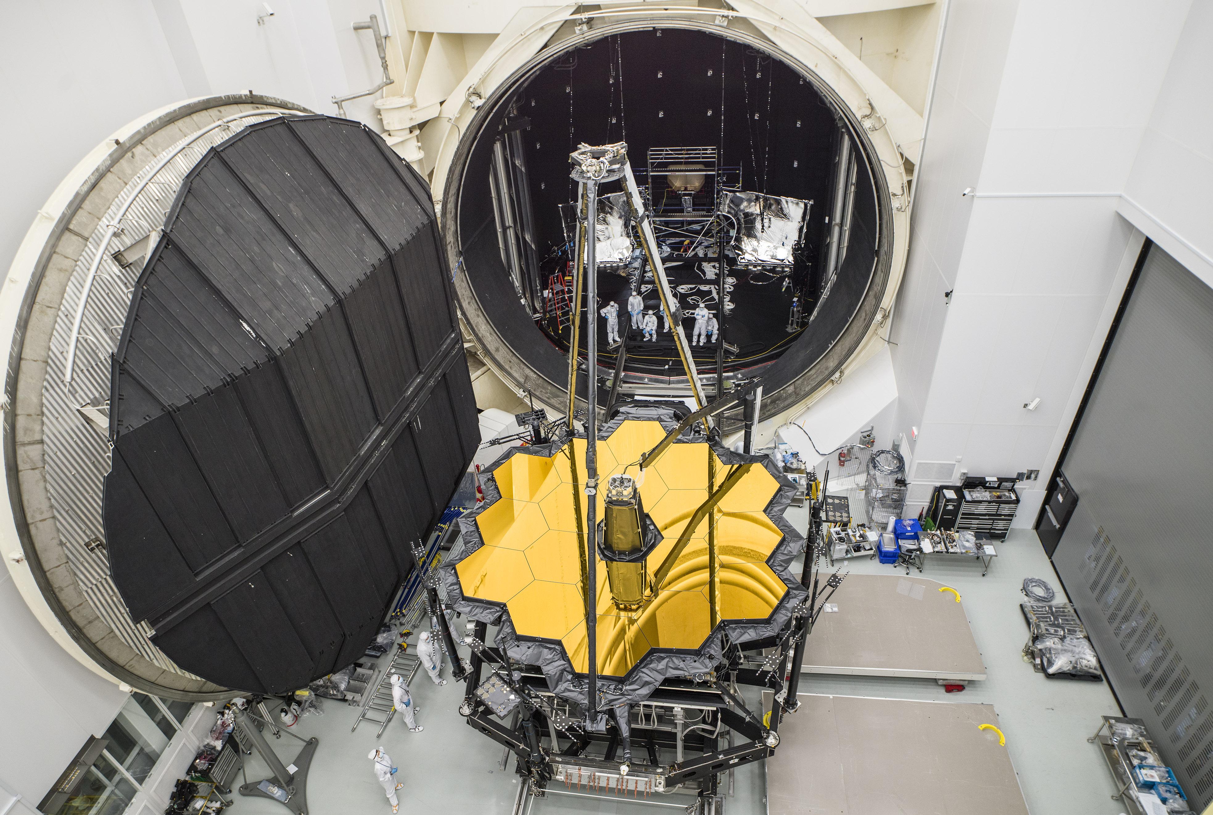 1567214673653-Webb_telescope_emerges_from_ChamberA_20171201.jpg