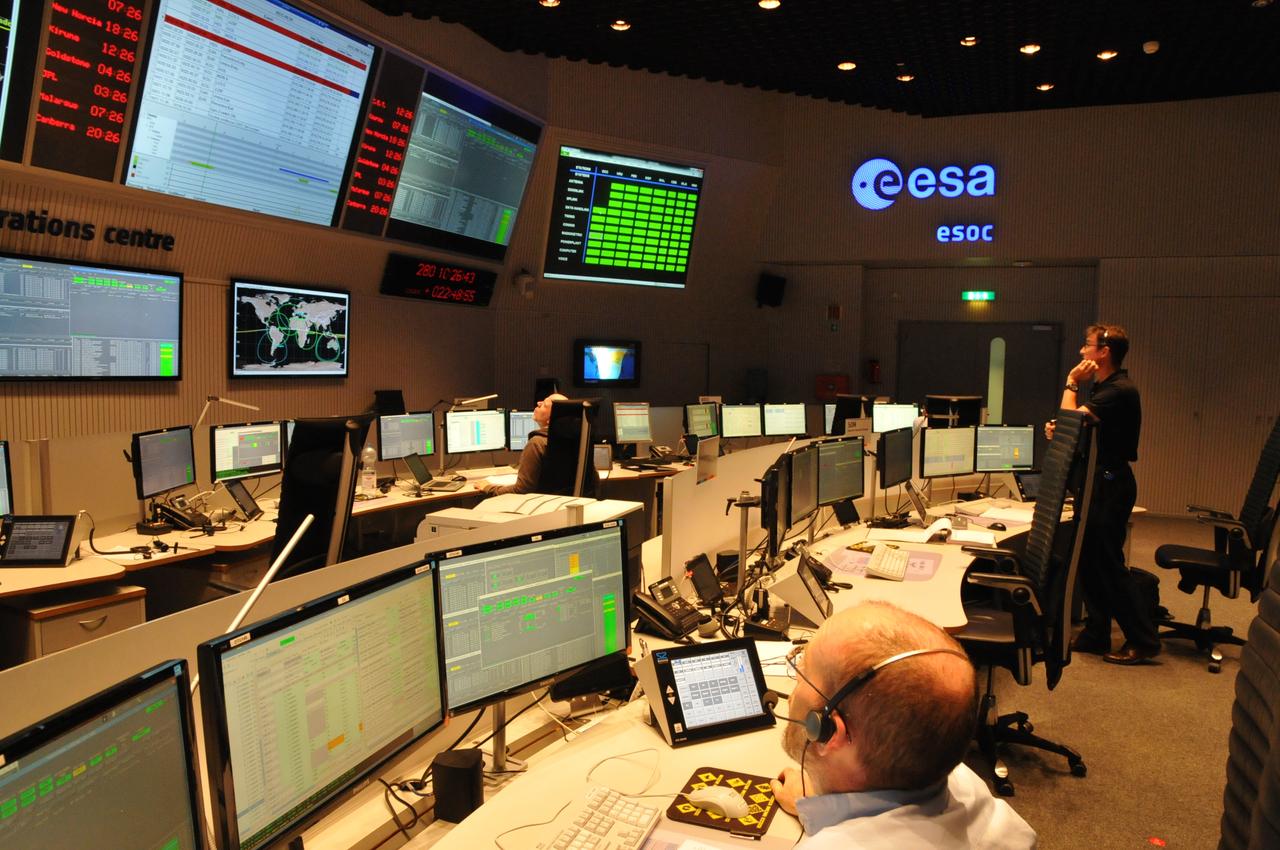 1567215570530-LISA_Pathfinder_Flight_Control_Team_training_ESOC_1280.jpg
