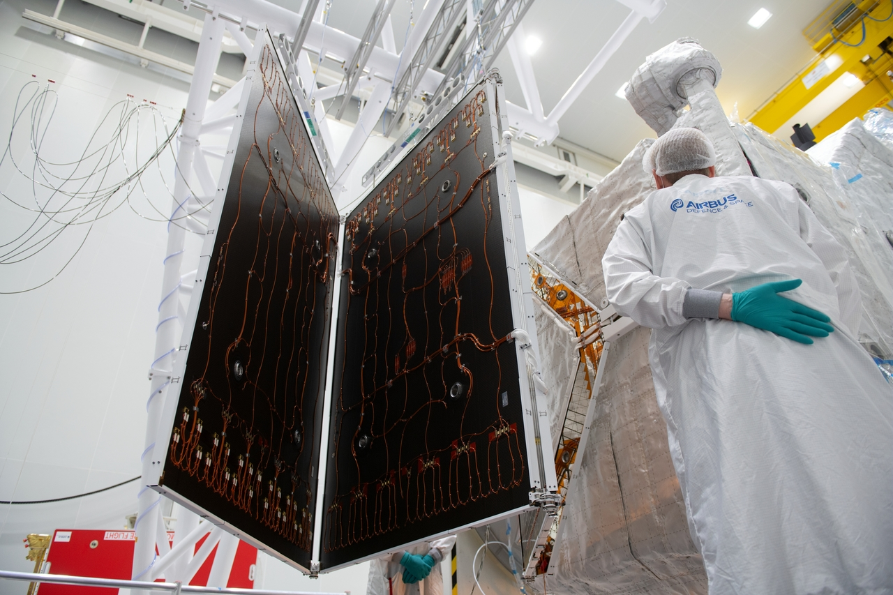 1567214051265-BepiColombo_MPO_solar_array_deployment_6_1280.jpg