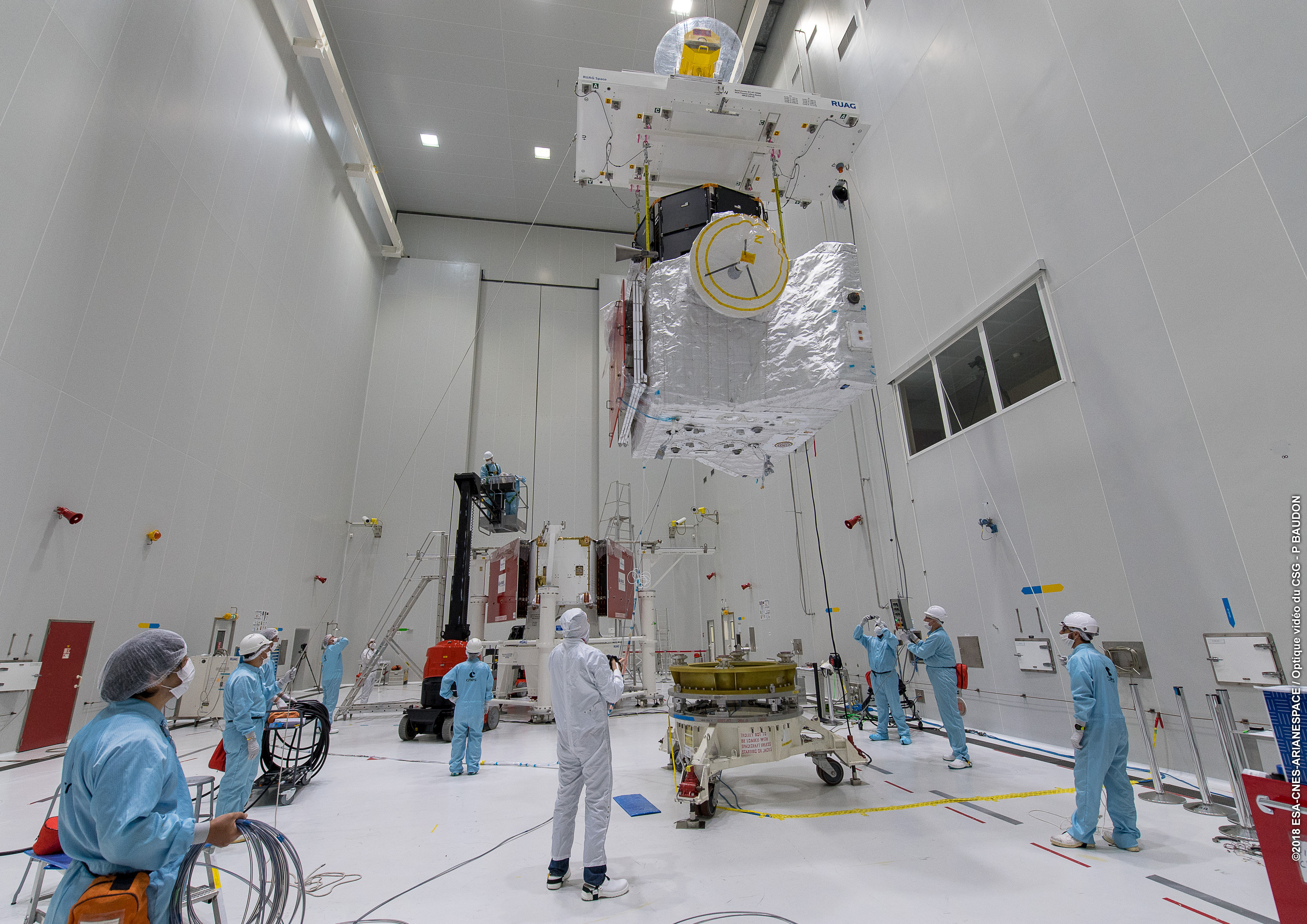 1567214067399-Completing_the_BepiColombo_stack_5.jpg