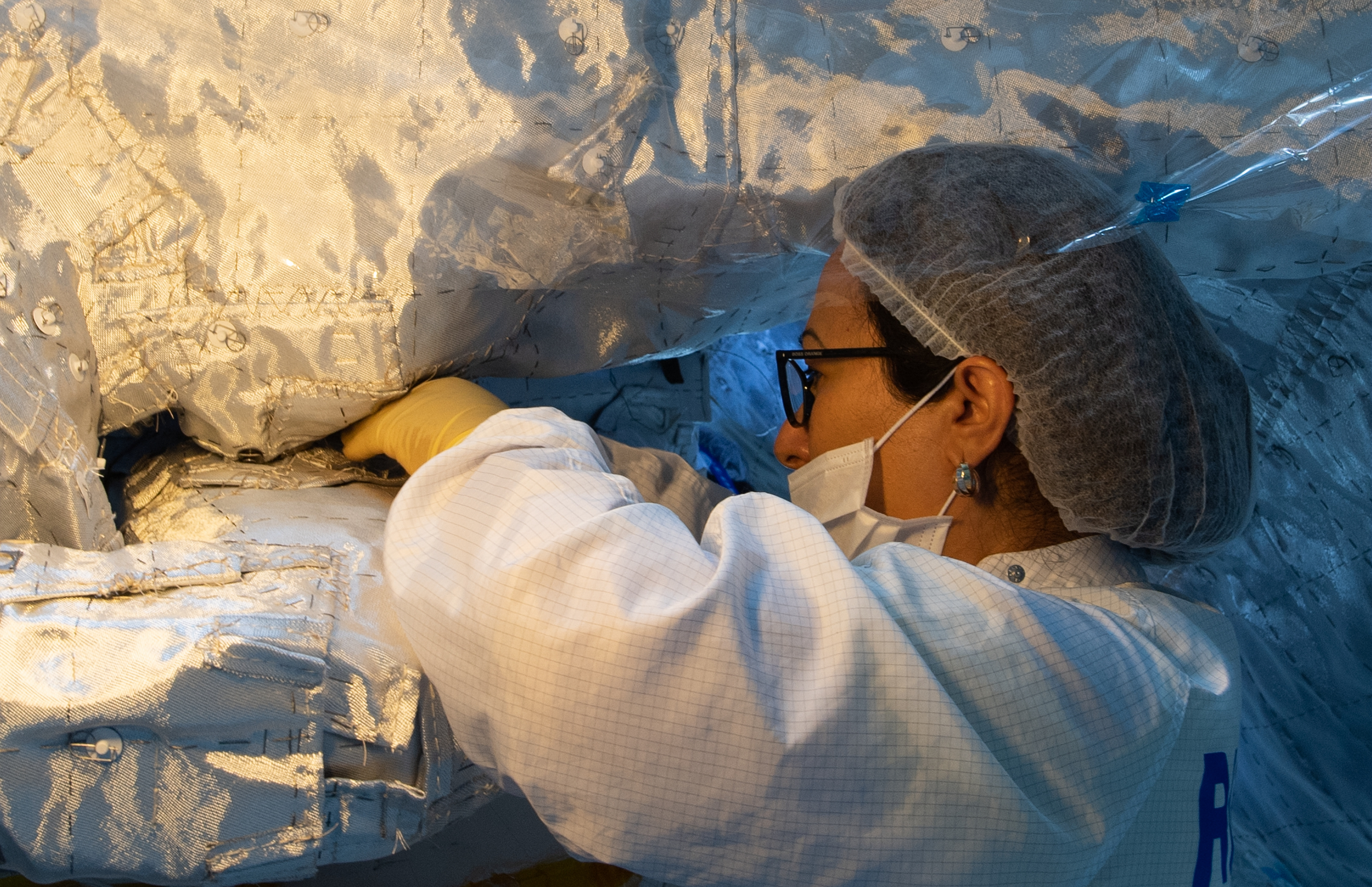 1567214086581-BepiColombo_MPO_Sewing_insulation_blankets_2.jpg