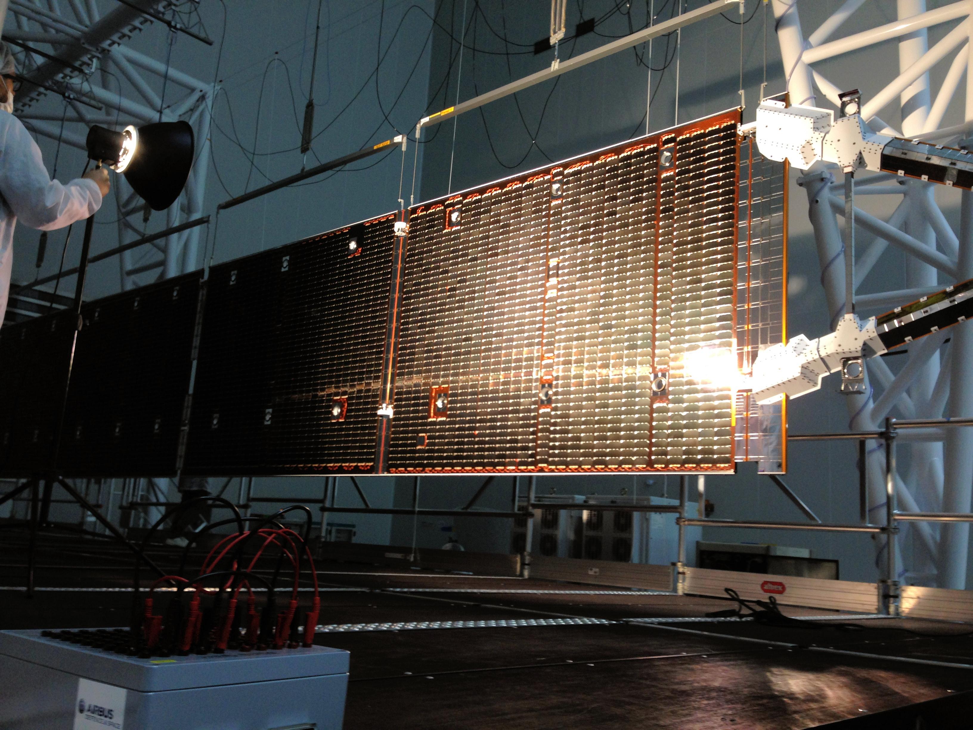 1567214299861-BepiColombo_Mercury_Transfer_Module_solar_wing_inspection.jpg
