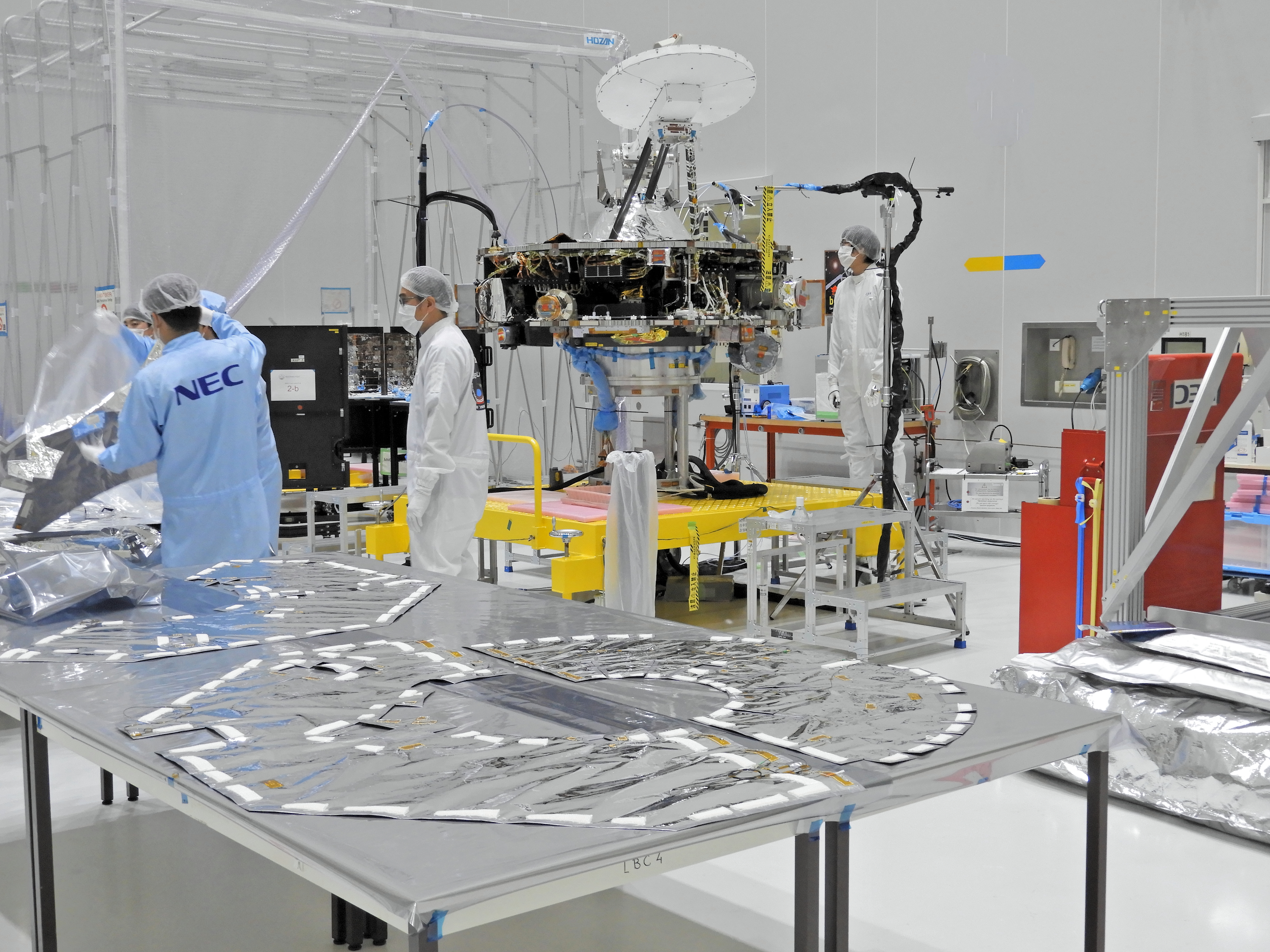 1567214582680-BepiColombo_MMO_inspection_20180509.jpg