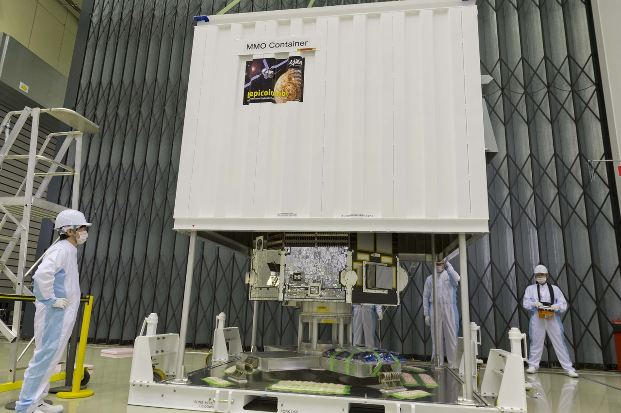 1567216013116-BepiColombo_MMO_unpacking_at_ESTEC_20150420_2_1280.jpg