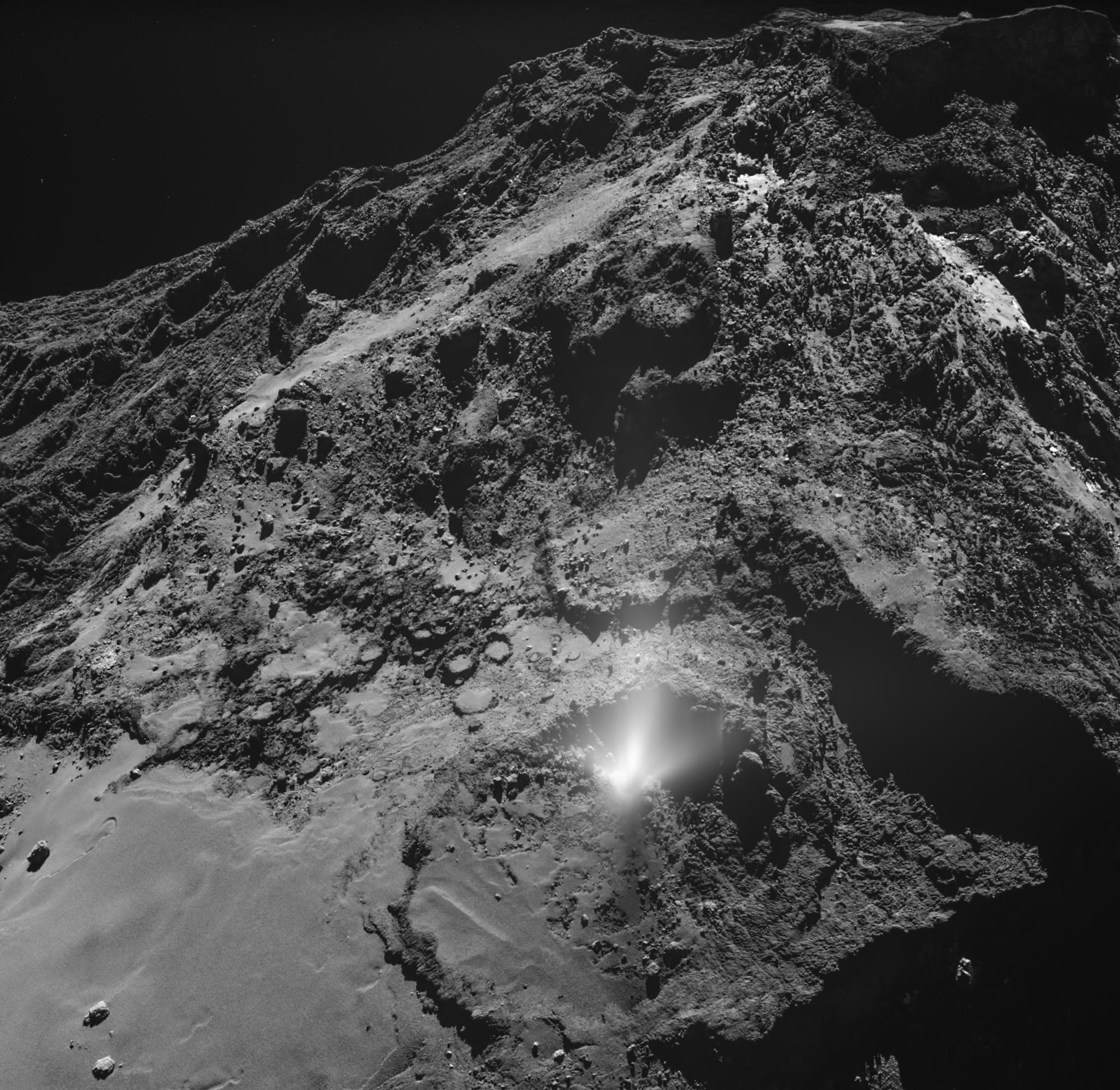 1567214642163-ESA_Rosetta_OSIRIS_WAC_Plume_20160703.png