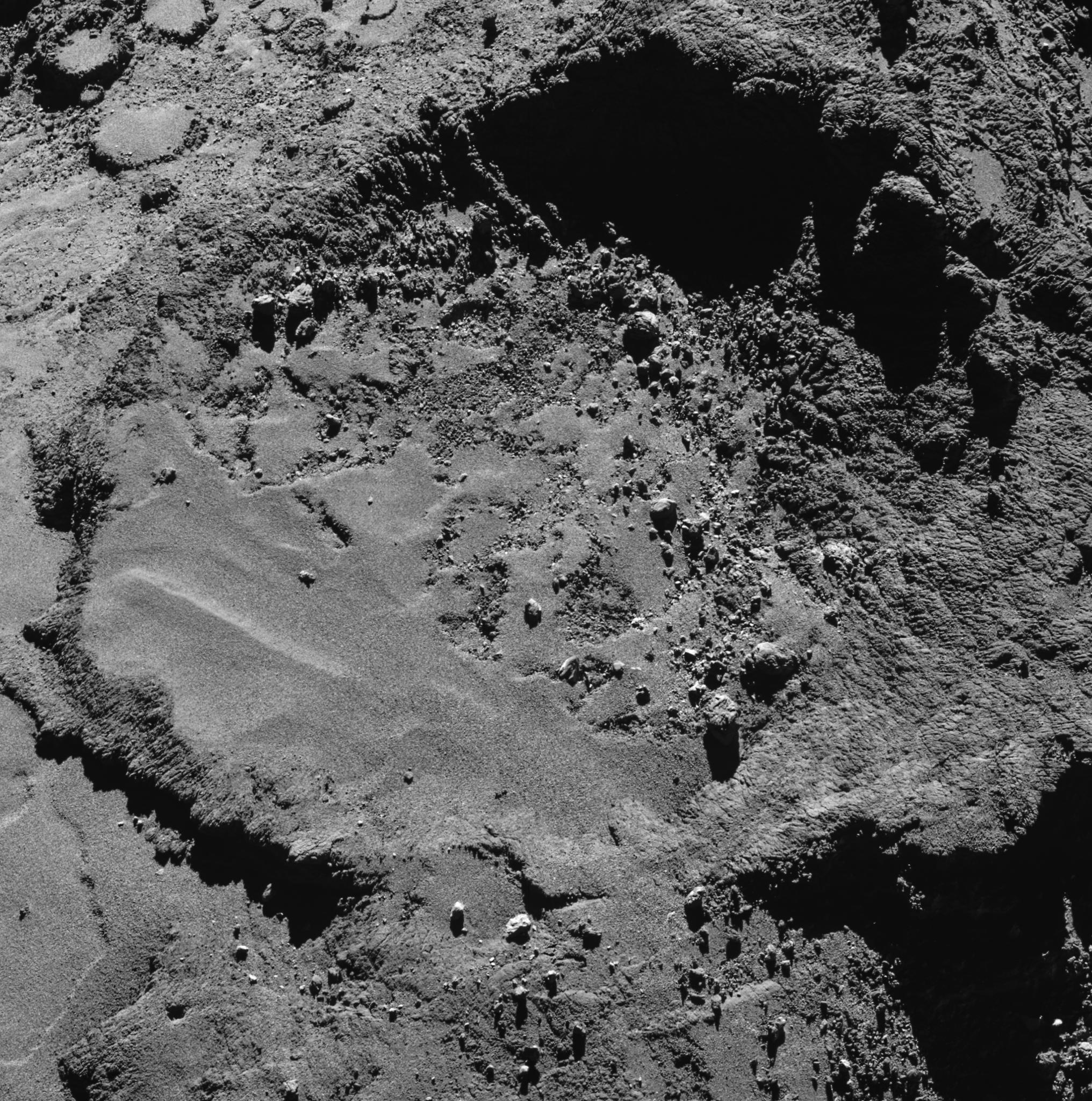 1567215175528-ESA_Rosetta_OSIRIS_NAC_Plume_20160503_crop.png