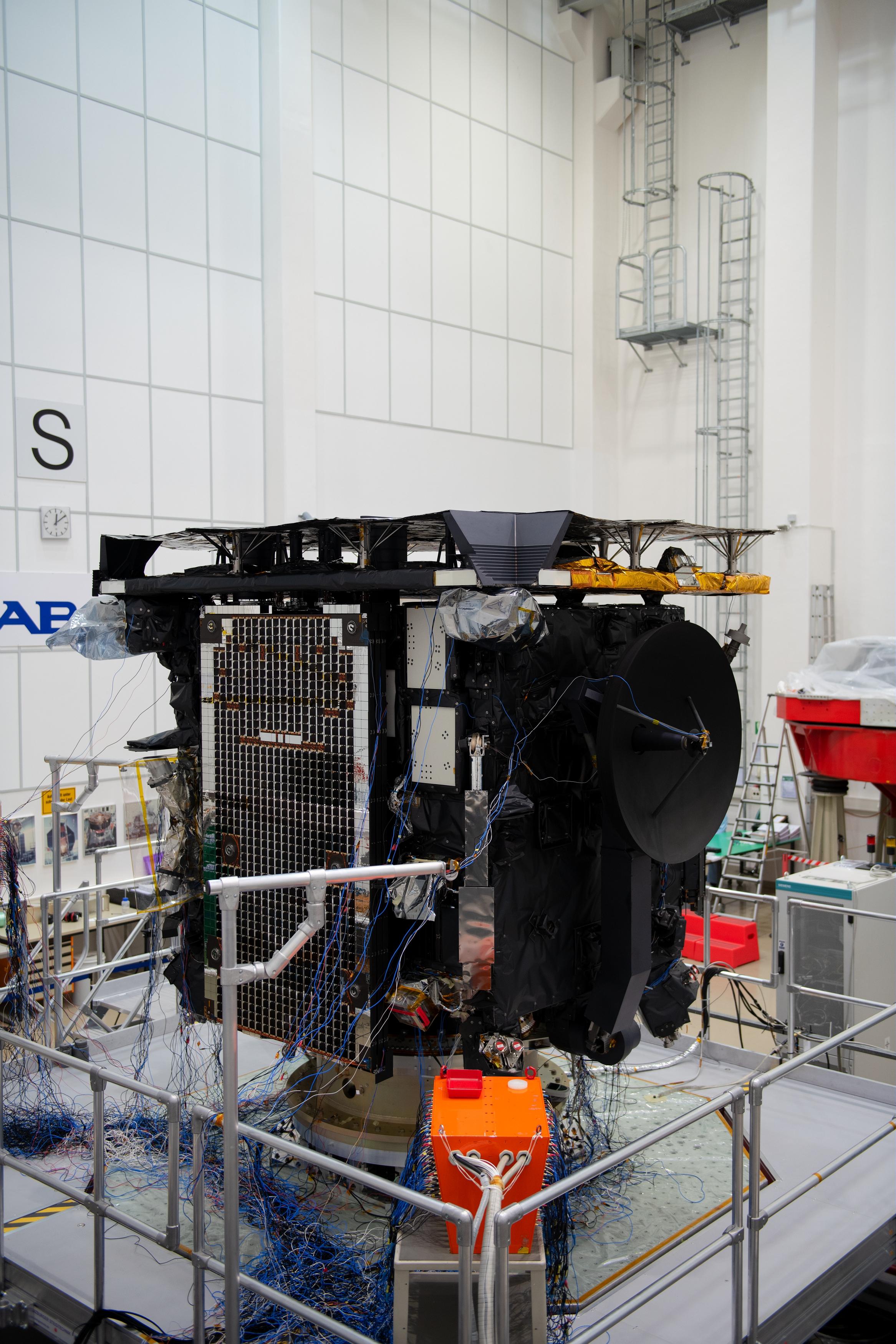 1567213910482-Solar_Orbiter_vibration_test_prep_20190212_10.jpg