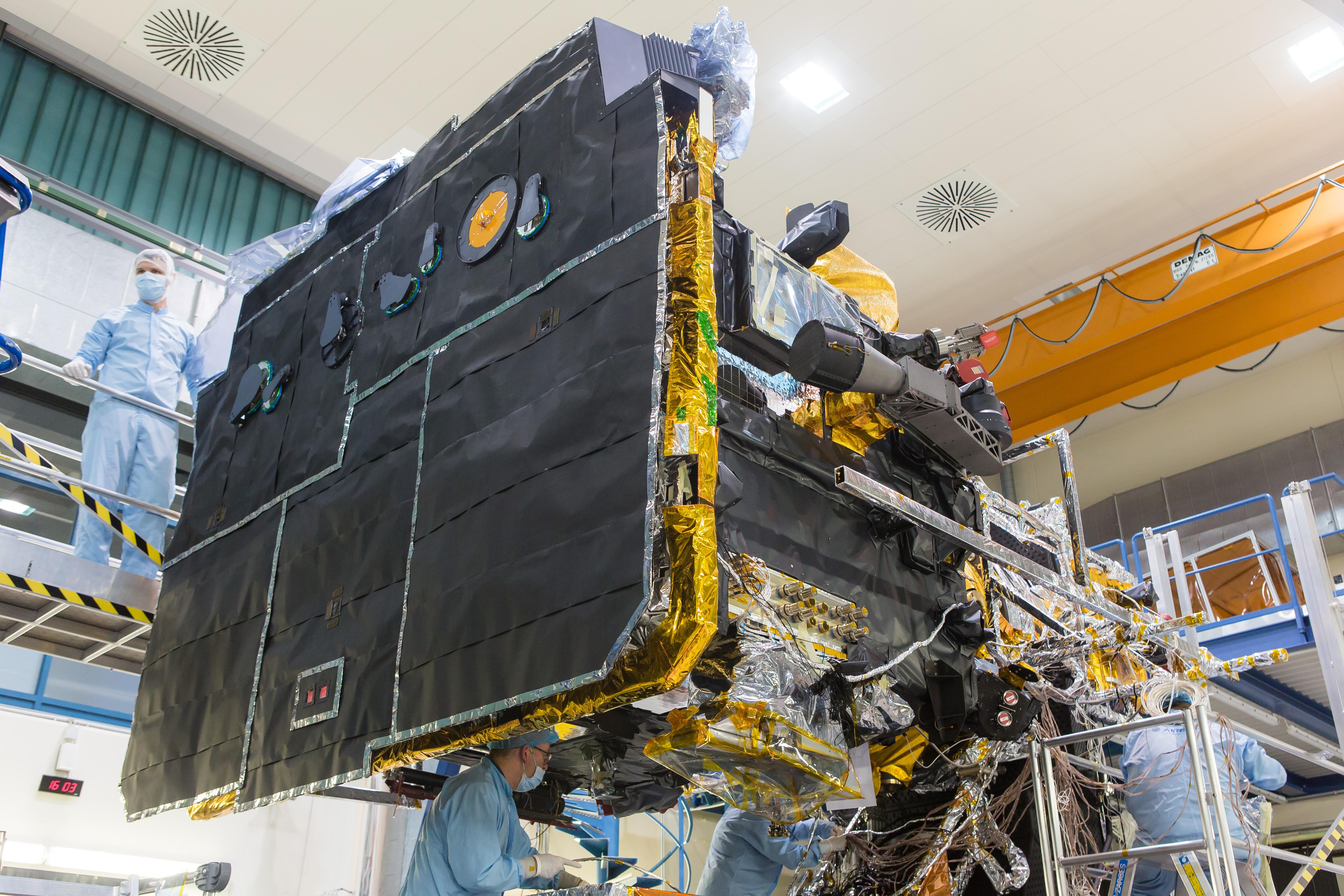 1567214098483-Solar_Orbiter_with_MLI_and_heat_shield_20181122_1.jpg