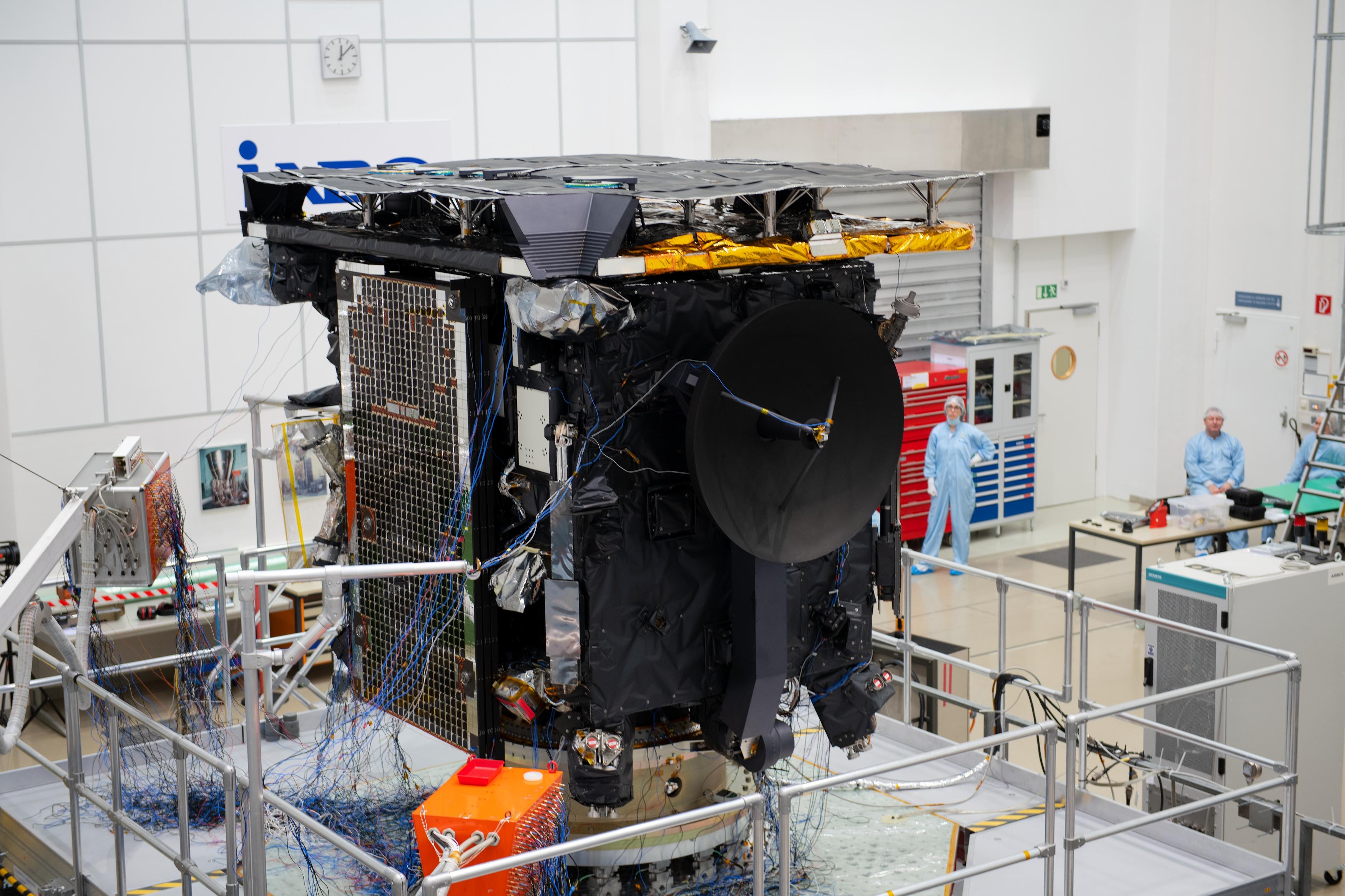 1567214294076-Solar_Orbiter_vibration_test_prep_20190212_9.jpg