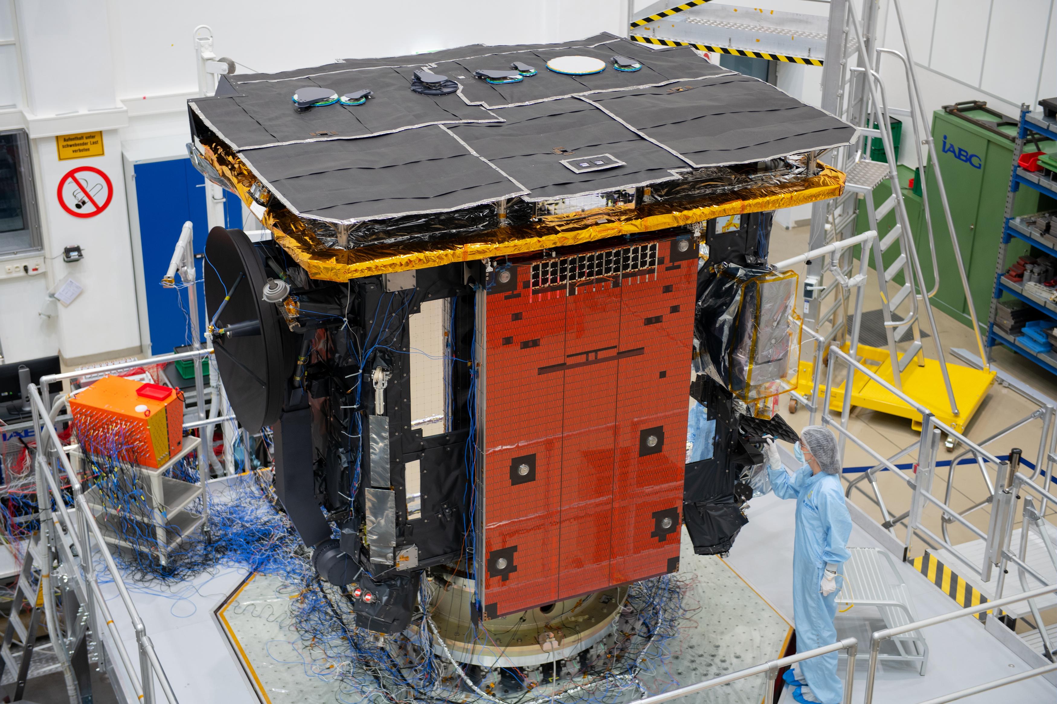 1567214294442-Solar_Orbiter_vibration_test_prep_20190212_6.jpg