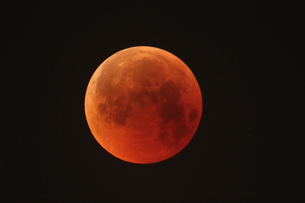 1567214216467-Lunar_eclipse_27_July_2018_1280.jpg